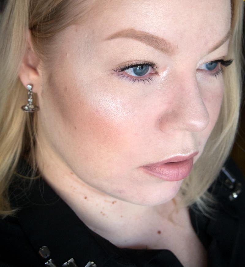 kevyt-glam_meikki
