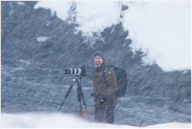fotograferen in de sneeuw. Gelukkig kan de camera hier tegen. Het is vooral poedersneeuw wat je zo weg blaast.