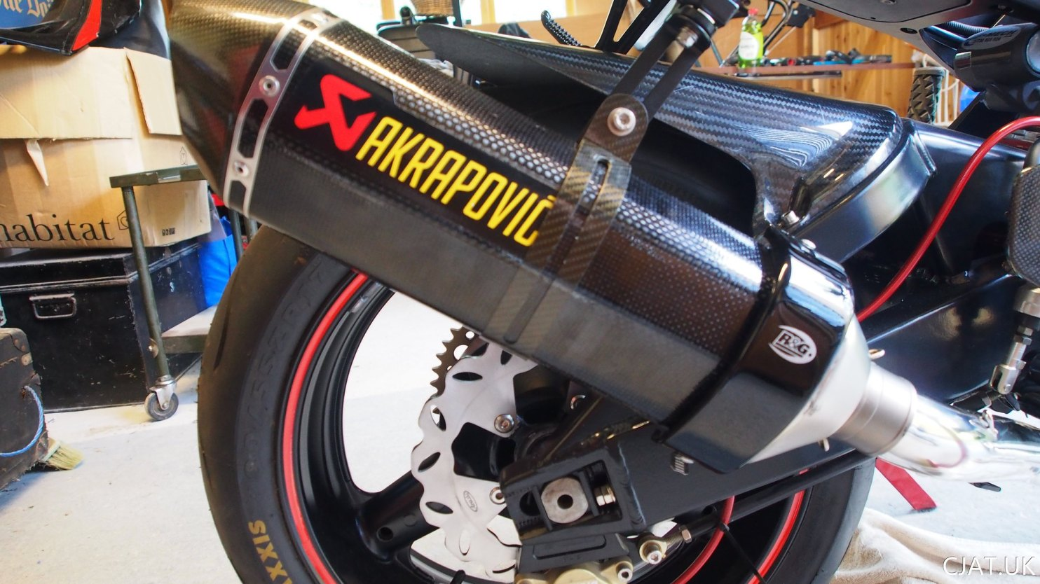 Suzuki RF900 StreetFighter akrapovic exhaust