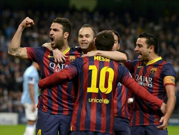 Investiga UEFA al Barça por banderas independentistas