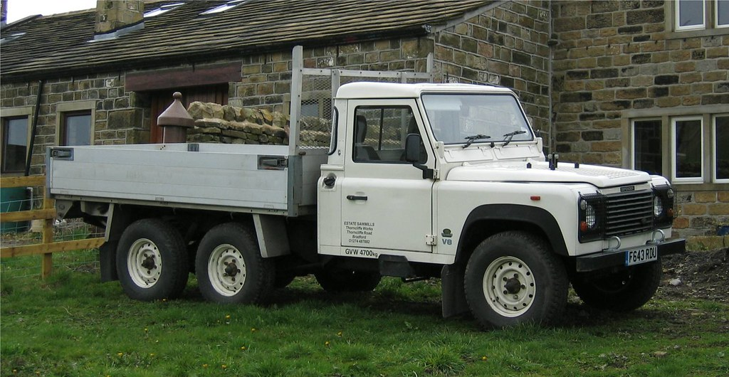 Land Rover Defender 6x6 Dropside