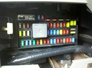 2009 Ford Escape Hybrid Interior Fuse Box (Sync USB Reset