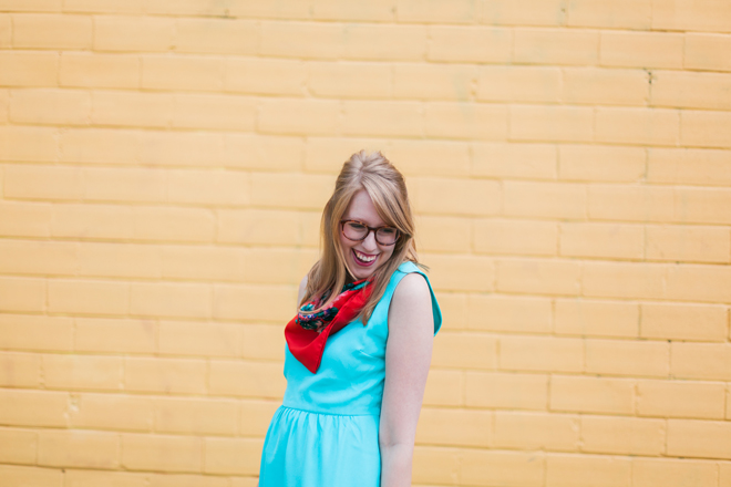 red-scarf-blue-dress3