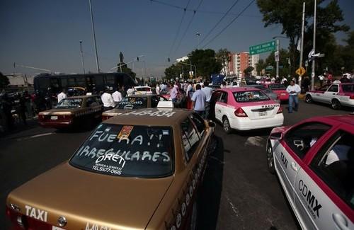 Uber responde con viajes gratis a protesta de taxistas en el DF