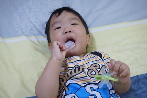 避免奶瓶型齲齒!-果果第一次刷牙就愛上Citroganix寶寶清潔凝膠 @ 可可的隨想世界~ :: 痞客邦