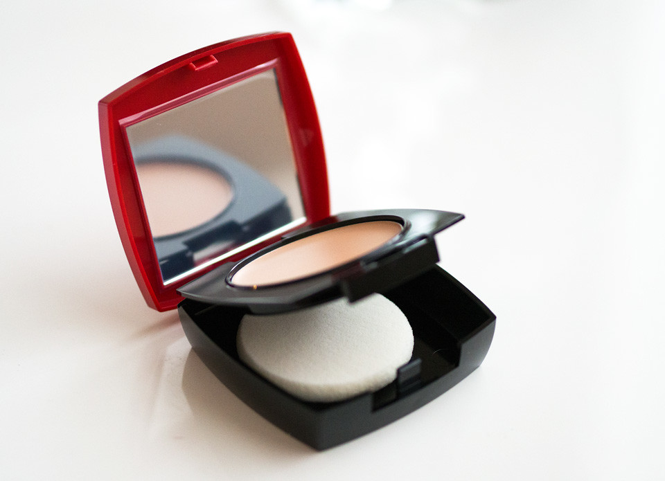avon_extra_lasting_cream-to-powder_foundation_meikkivoide