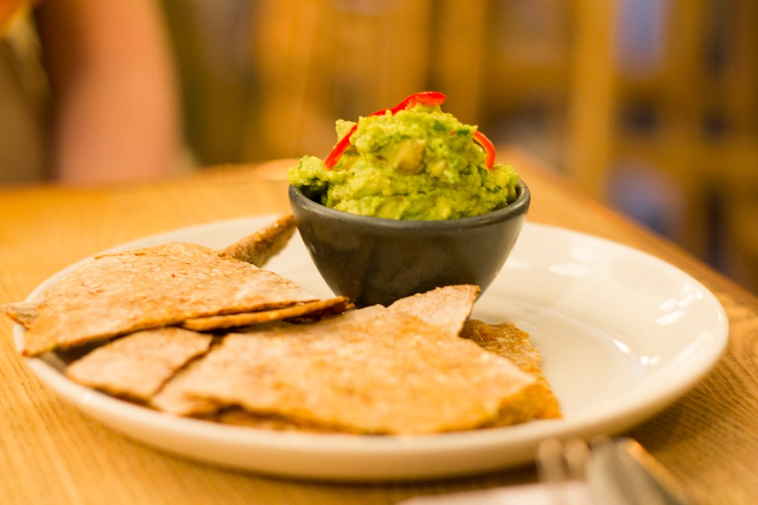 evelyns-avocado-dip-chips