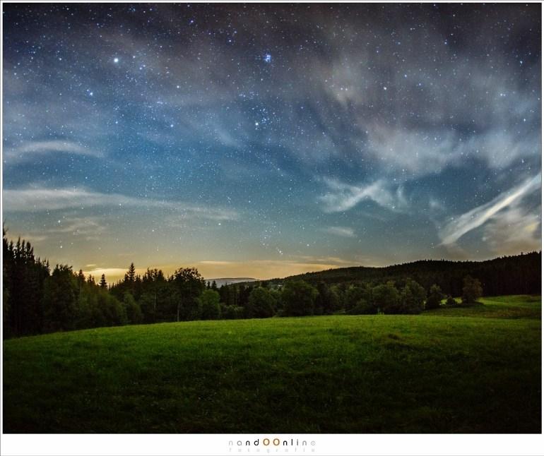 Wolken en een bijna volle Maan lieten de Melkweg onzichtbaar.
