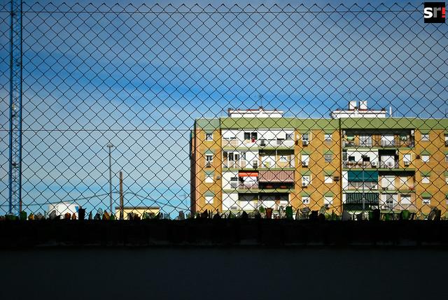 Muchos vecinos, sobre todo jóvenes, sienten que existen barreras invisibles que les impiden salir del microcosmos de Tres Barrios