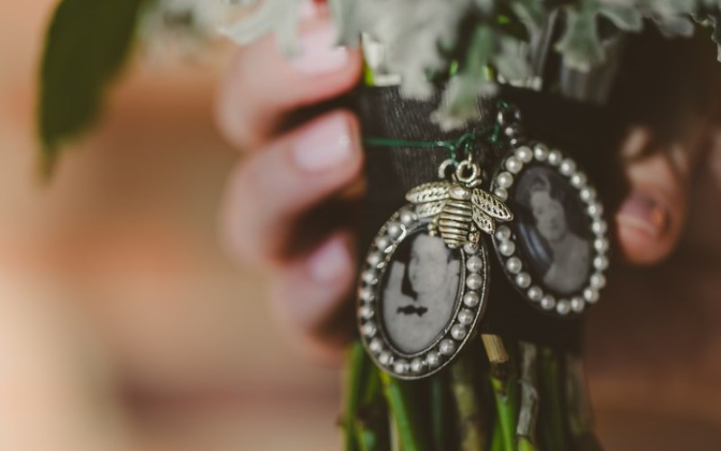 Memorial bouquet charm from @offbeatbride