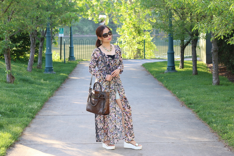 Floral-Dress-shorts-summer-outfit-9