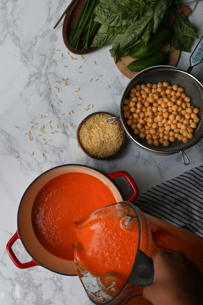 Garlicky Tomato-Vegetable Chickpea Orzo/pasta Soup with a touch of heat |foodfashionparty| #soup #wintersoup