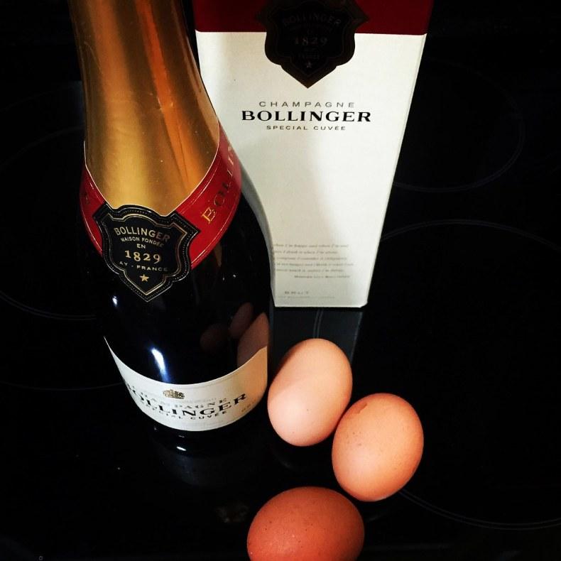 Huevos Bond y champagne