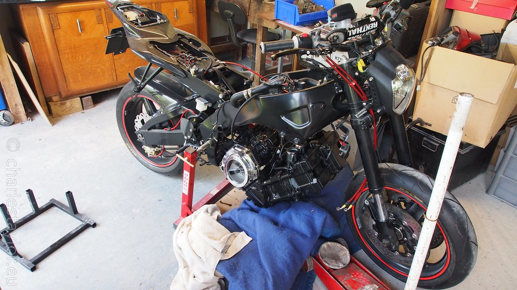 Suzuki RF900 engine install Project