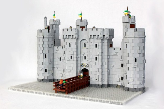 LEGO Bodiam Castle by Isaac Snyder on Flickr