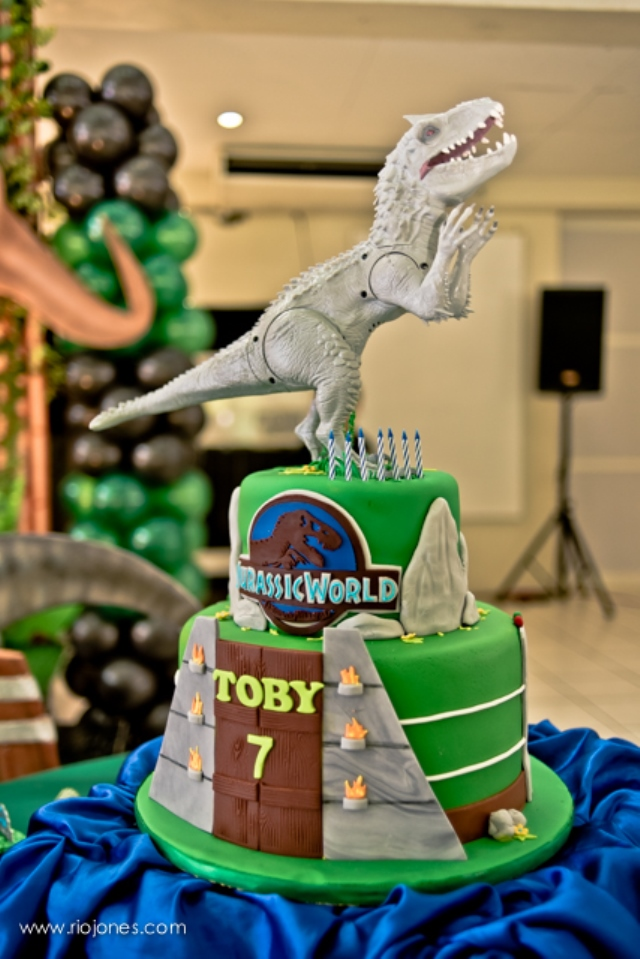 Right Here On This Cake Hmm I Do Not Know About You But Think Hybrid Dinosaur Is Sweeter Than She Scary Teehee