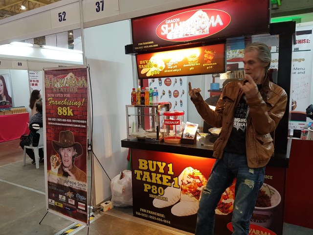 Yes, that's Pepe Smith and his rockin' shawarma business