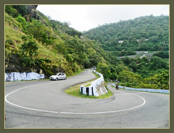 Valparai - Sharp hairpin bend on the Aliyar road ...