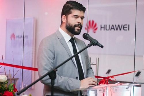 Hasta en Venezuela, Huawei ha llegado el programa de apertura de tiendas, Jorge Bolívar en su inauguración.