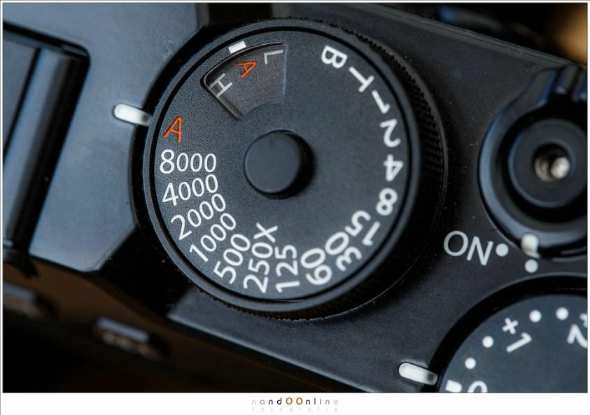De sluitertijden van een camera, van 1/8000 tot 1 seconde. Hoe donkerder, hoe langer de sluitertijd moet worden voor een goed belichte foto