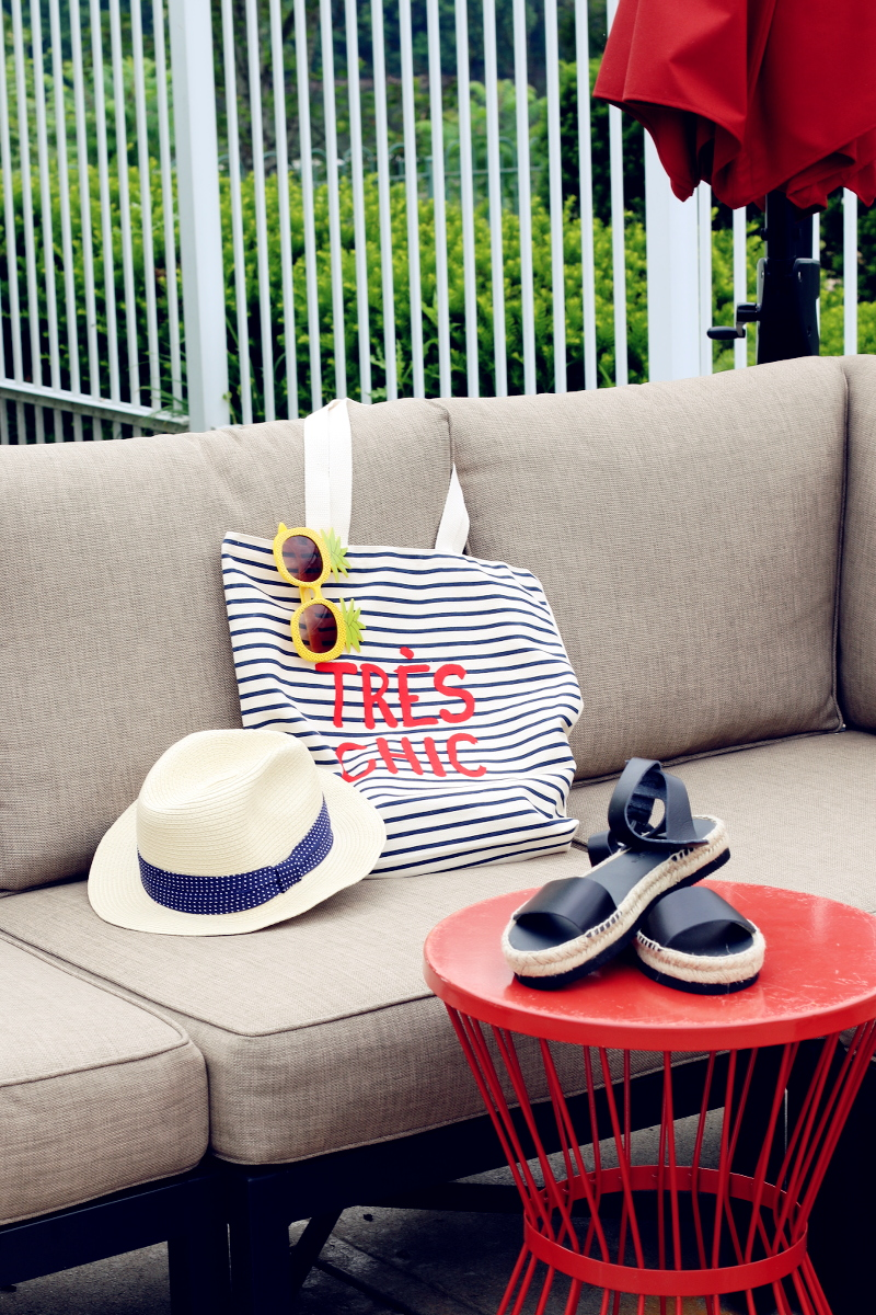 tres-chic-sandals-hat-pineapple-sunglasses-7