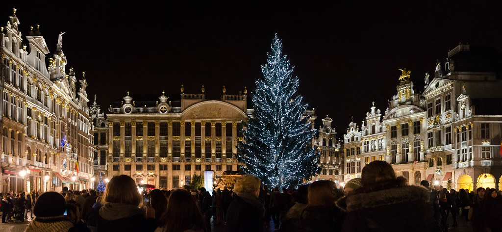 GrandPlace With Real Christmas Tree 2013 Ct
