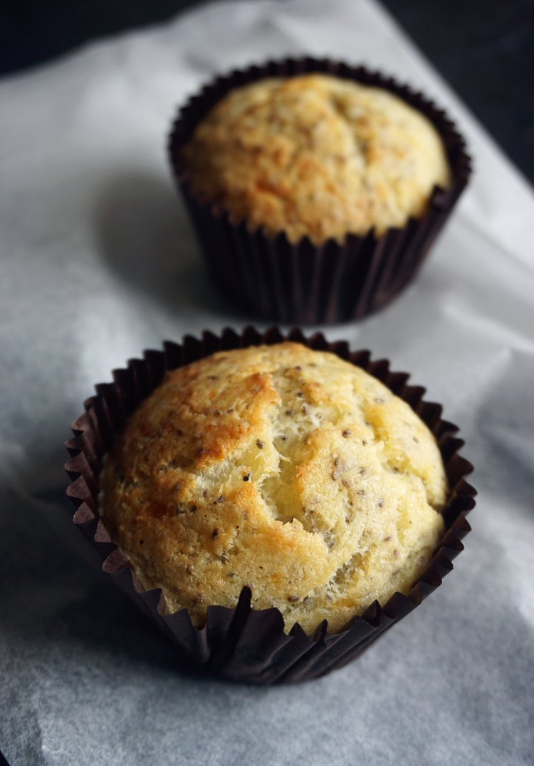 Gluten free cornmeal, chia seeds and cheddar breakfast muffins - gluten free corn chia muffins
