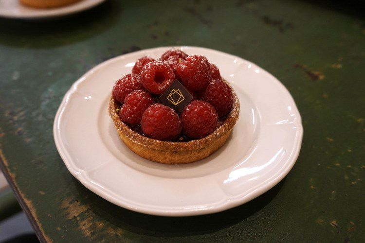 Gluten free raspberry tart from Boulangerie Chambelland - gluten free bakery in Paris, France