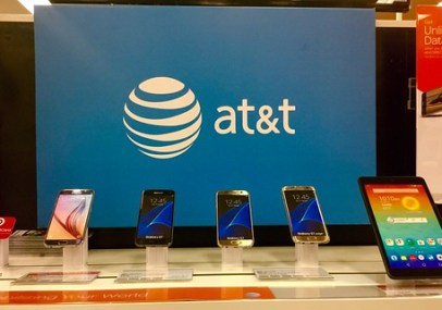 AT&T se transformó primero de un operador, a un distribuidor de contenidos cuando compró DIRECTV, con esta compra ahora generará contenido.