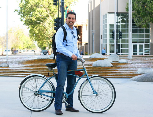 Raul Peralez bikes to City Hall