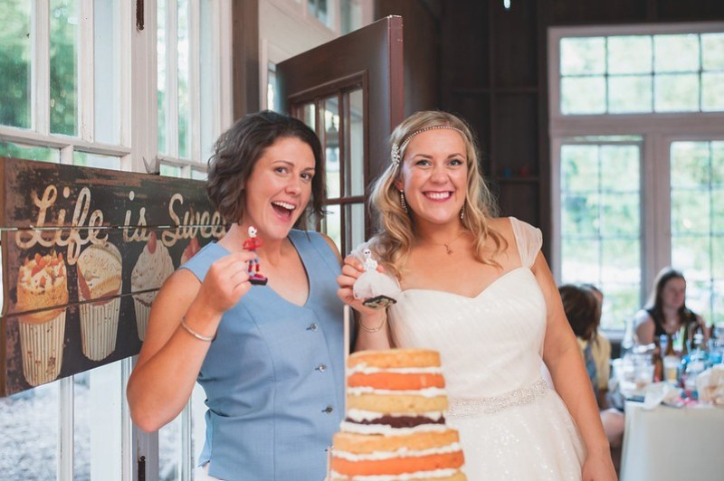 Smiles with our cake toppers via @offbeatbride
