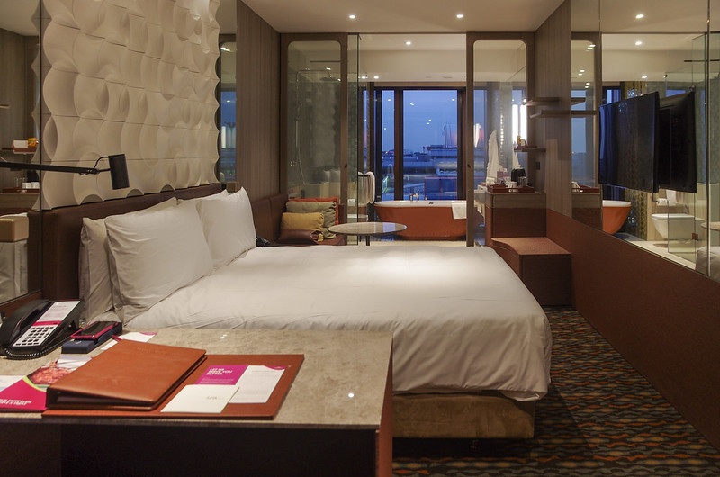 crowne plaza changi airport business king room