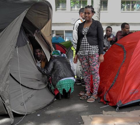 16f15 Refugiados Pidiendo asilo refugio_0038 variante 2 Uti 485