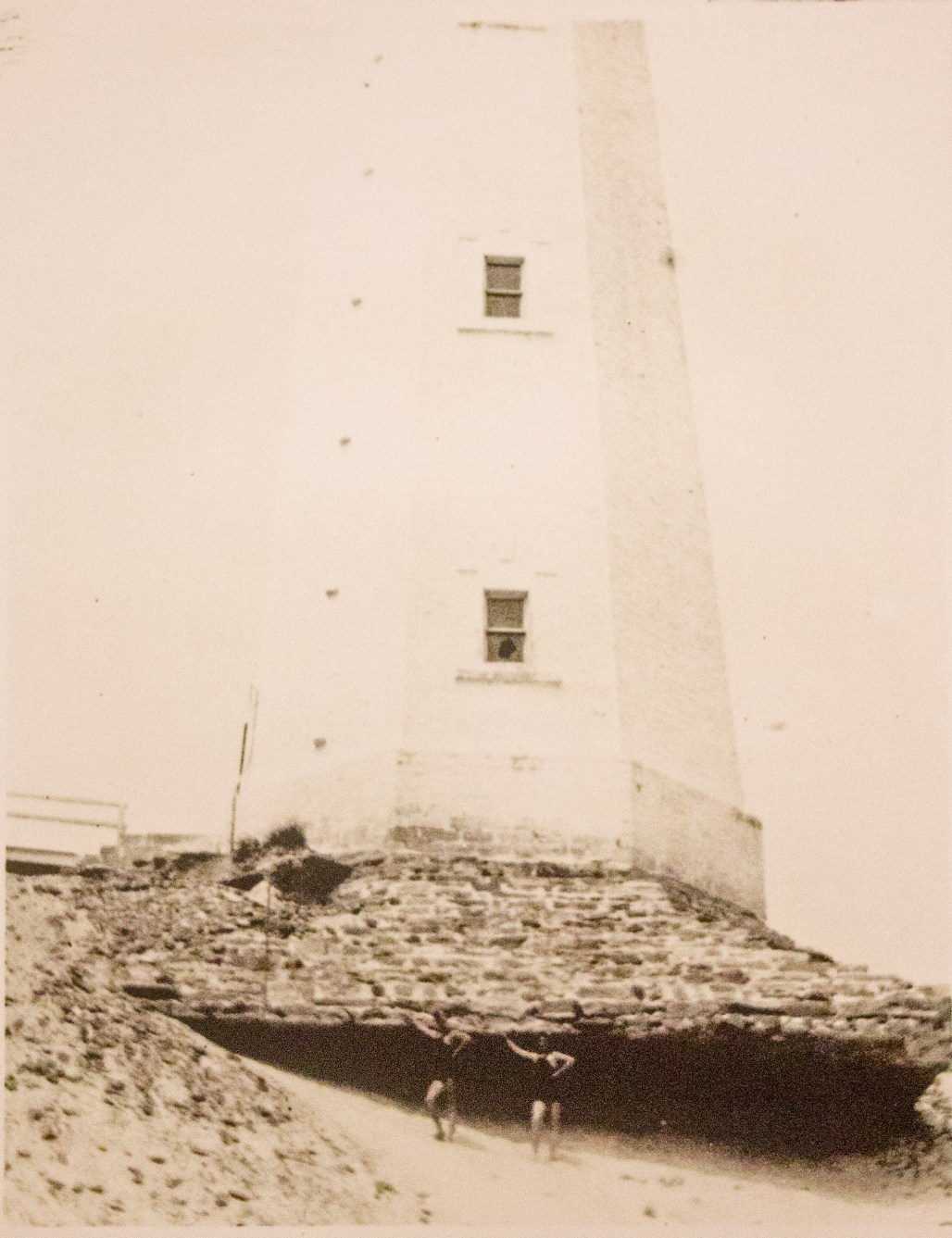 cape-henlopen-lighthouse-bathers