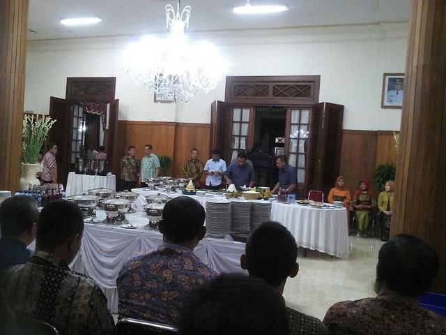 Bupati dan Wakil Bupati Potong Tumpeng di Acara Rutinan Malam Jum'at Legi (5/1)