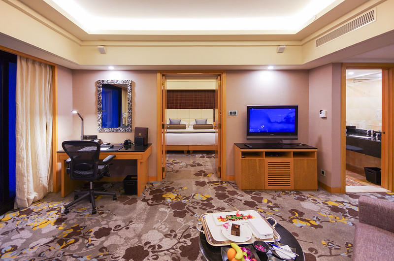 work desk and tv - marina bay suite of mandarin oriental singapore