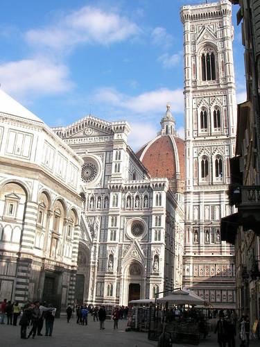 Catedral de Florencia con el Campanile de Giotto y el Battistero di San Giovanni, en la Piazza del Duomo. ViajerosAlBlog.com.