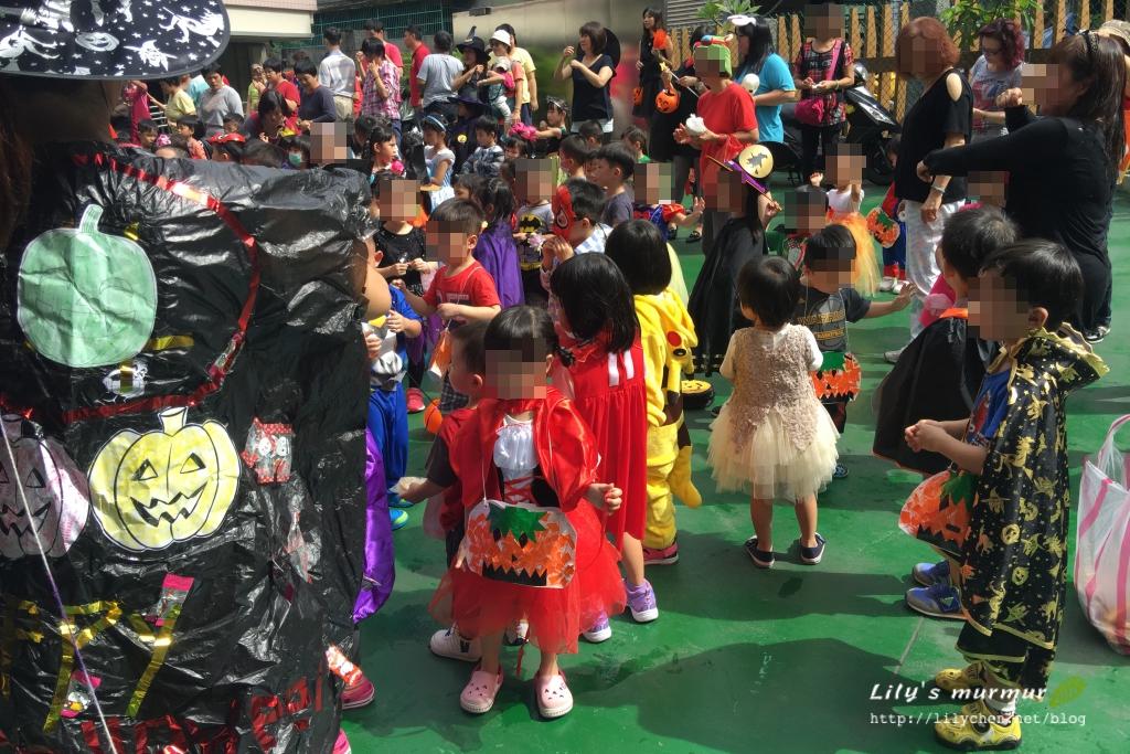 小妮學校的萬聖節討糖活動