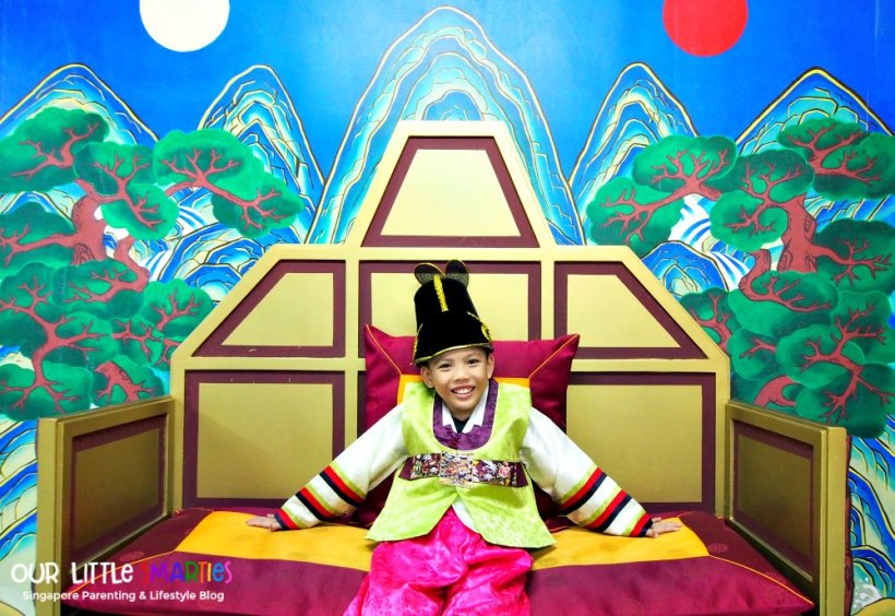 Edison in Hanbok