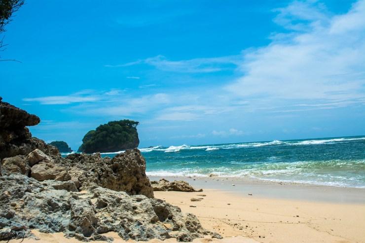 pantai-watu-leter-landscape