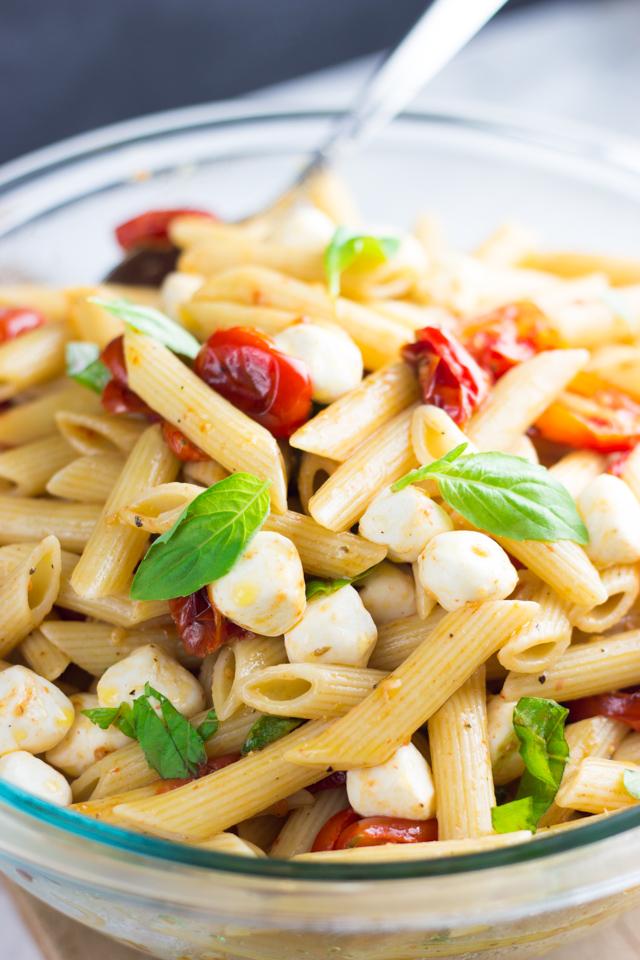 Roasted Tomato Caprese Pasta Salad Recipe