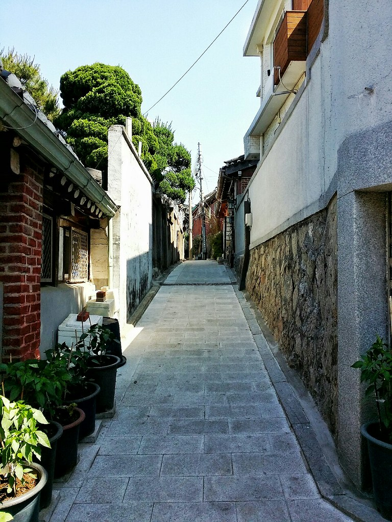 An empty alleyway in Bukchon Hanok Village
