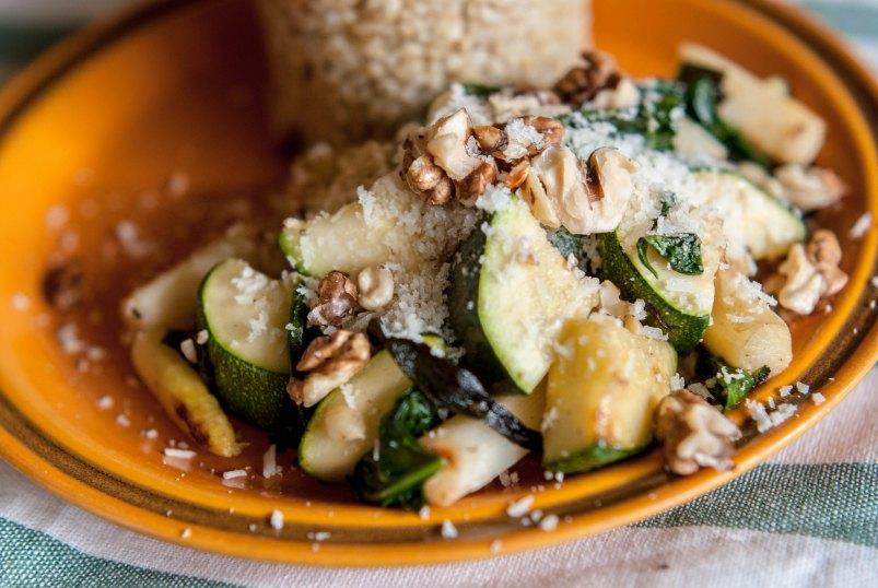 Kasza jęczmienna z warzywami i sosem vinaigrette