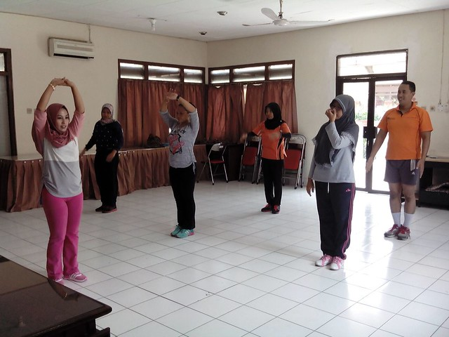 Tim Senam Jula-Juli sedang mengikuti latihan dipandu Anita(5/9)