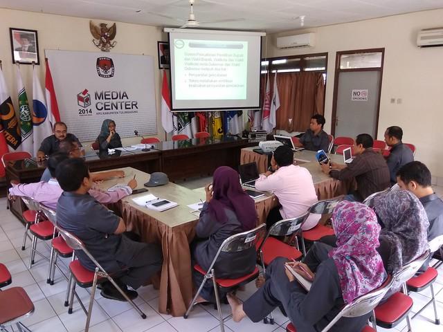 Suasana Diskusi Rutin KPU Tulungagung(10/10)