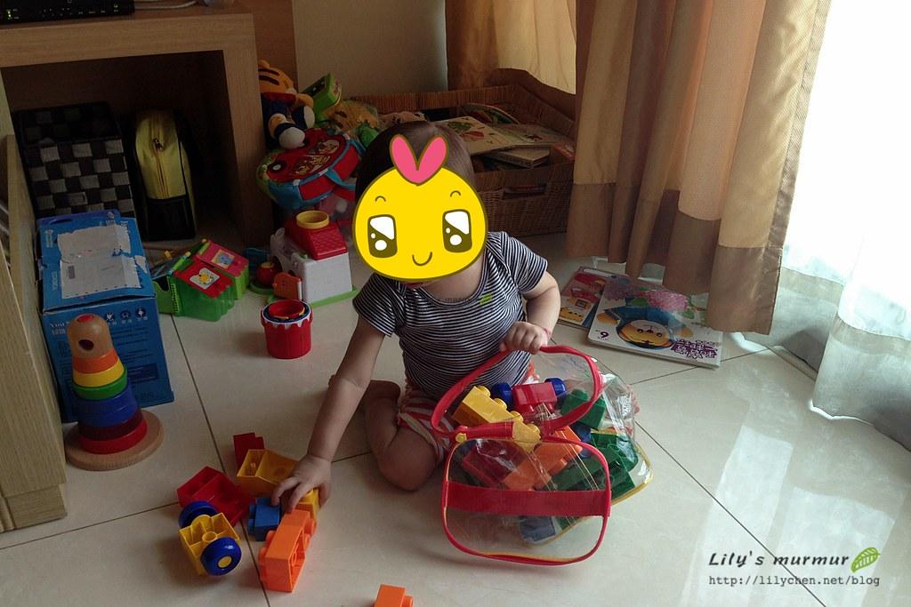 在前一個住所,就是一個竹籃收納小妮所有玩具書籍。