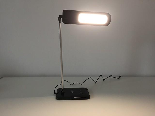 14 Lampe de bureau LED Aukey éclaire vers cam