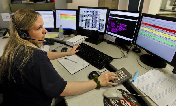 911 operator at work