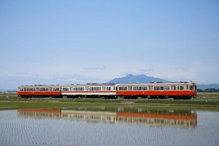 """Kanto Railway DC Type 310 Special Express Train """"Tsukubane"""" with Mt.Tsukuba"""