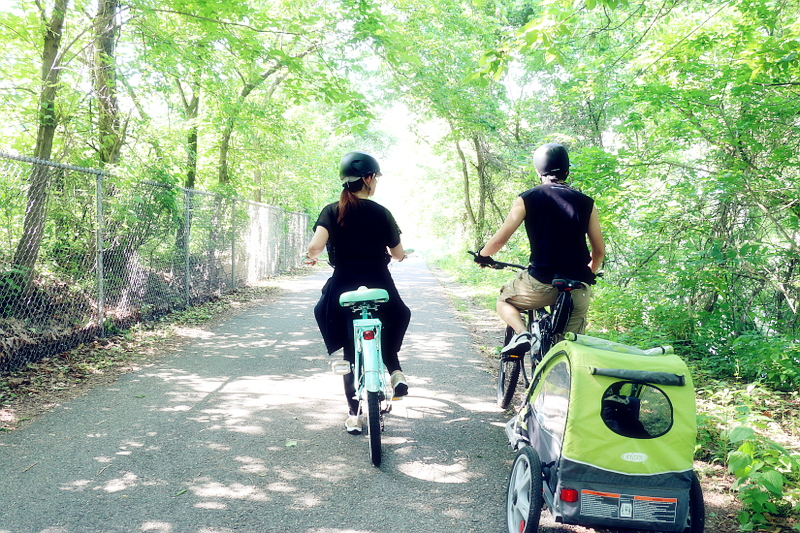 couple-biking-active-wear-2